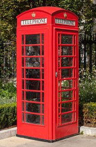 220px-Red_telephone_box,_St_Paul's_Cathedral,_London,_England,_GB,_IMG_5182_edit